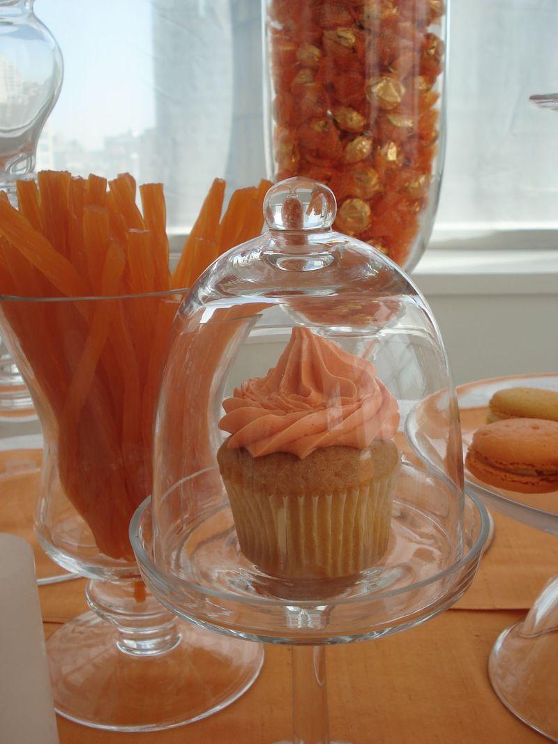Single_orange_cupcake